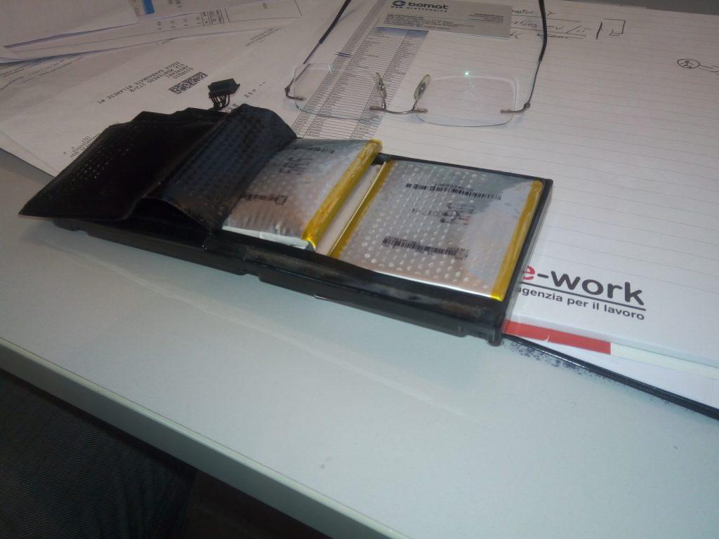 batteria scoppiata batteria del portatile